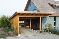 Ein wunderschönes Einfamilienhaus, dass sich trotz der modernen Bauweise sehr gut in das ganze Bild einfügt.