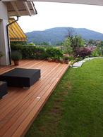 Sipo Terrasse mit Licht. Sipo ein edles Tropenholz das für den Aussenbereich sehr langlebig und Schön ist.